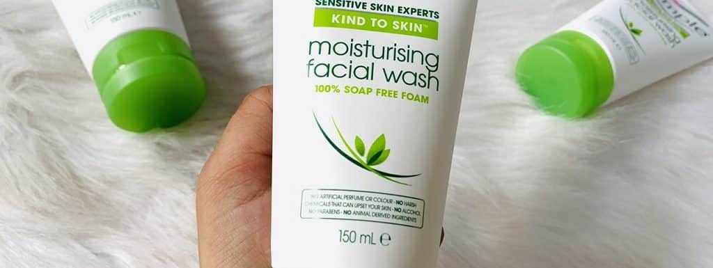 22 Best Face Washes & Cleansers for Dry Skin: Reviews & Buying Guide