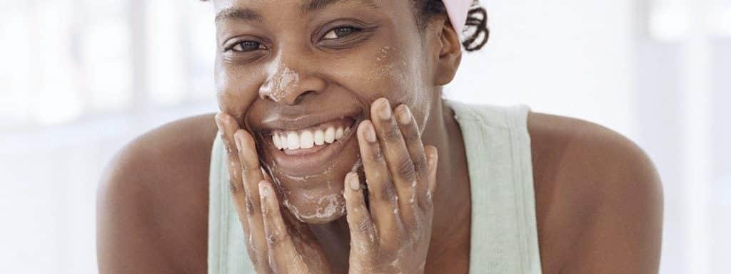 19 Best Face Washes & Cleansers for African-American Skin: Reviews & Buying Guide